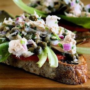 More American Tuna, Eggs & Whole-Grain Muffins