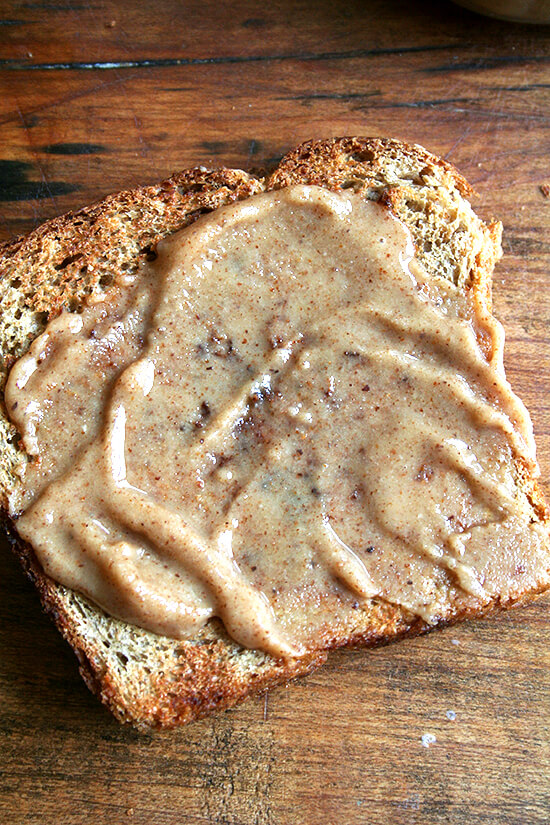 no-knead oatmeal bread with maple almond butter
