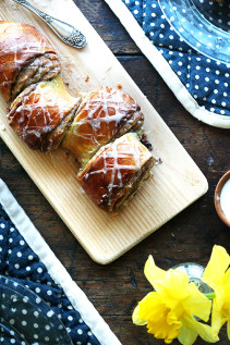 Cinnamon Pull-Apart Bread & A Few Ideas for Mother's Day