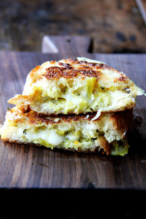 Smoked Gouda Grilled Cheese with Curried Apple Chutney {Video}