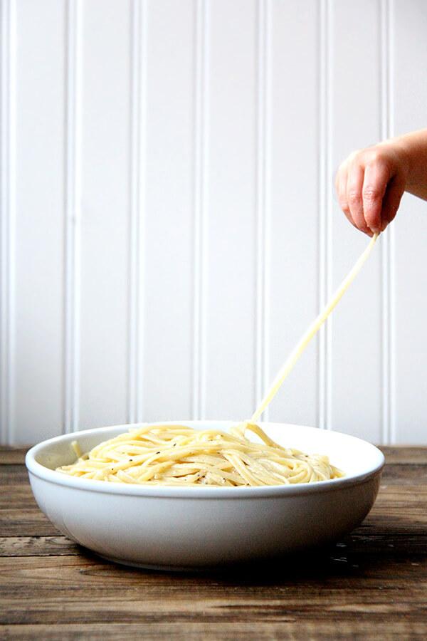 bowl of cacio e pepe